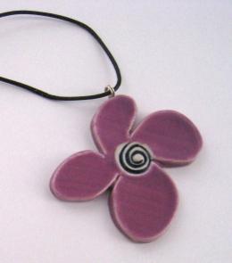 Målfrid Keramikk Lilla Blomstersmykke nart 2